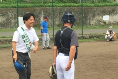野球の試合に参加
